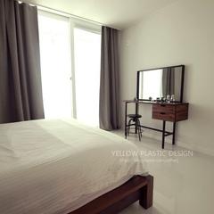 침대 제질의 원목과 화장대 원목 색이 일치하니까 그 통일감으로 인해 방이 더 넓어보이고 심플해보입니다~