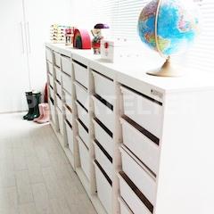 베란다엔 아이들의 장난감을 보관할 수 있는 넓찍한 수납장이!