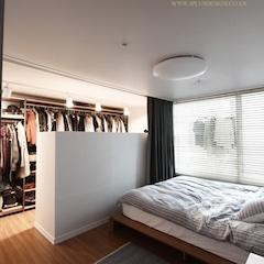 침실안에 가벽을 세워 드레스룸을 만들었어요.