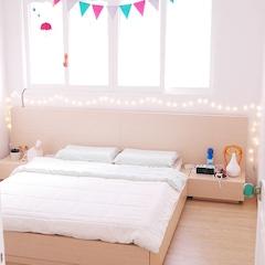 스프링 매트 대신에 라텍스 매트를 깔아서 평상형 침대와 잘 어울린다  *침대 : 필네이처 와이드내추럴 퀸침대 (매트 불포함) *침대 매트 : 라텍스코