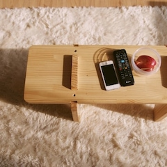 거실 테이블은 따로 없어요. 조립식 책장인데 너무 높아 한 단 빼서 거실 테이블로 활용중.