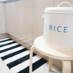 갈 곳 잃은 쌀통과 기존 주방매트가 물 흡수가 안된다는 핑계로 교체한 주방매트! ㅋㅋ 이쁘죠?