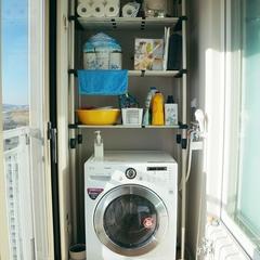 아!!  요긴 진짜진짜 마지막.ㅋㅋㅋ 세탁실이에요. 세탁기위에 선반을 달려고하다가 벽안뚤어도 되는 행거를 설치했는데 이거 진짜 좋으네요.ㅎㅎㅎ 실외기실 창고에 또 설치하려고 생각중이에요. 힘들게 드릴로 안 뚫어도 되고 튼튼해서 일석이조 완소아이템 :)  별거없지만 나름 정성으로 꾸민  헤이데이 하우스였어요. :) 점점 업그레이드되는 모습으로  종종 찾아뵐께요 ㅋㅋㅋ
