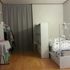 1차 꾸미기 ) 큼지막한 가구들만 들여놓은 상태.  침대 : 이노센트 일반 침대 + 매트리스 세트  침구 : 노르디아 슈퍼스타