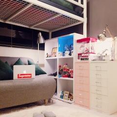 1.8평 작은 제 방입니다. 그래도 음악틀고 쇼파에 누워서 핸드폰 하면 무지좋아용 히힣