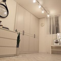 20년된 아파트 셀프리모델링했어요. 오픈형드레스룸에서 정리가 안되서 붙박이장으로 정리한 두번째 드레스룸 입니다.   장판도 헤링본장판으로 셀프시공했어요.