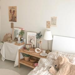 아득하고 계속 머물고 싶은 공간 ఇ https://www.instagram.com/_if0nly  침대의 색상을 바꾸고 싶어, 셀프페인팅을 했더니 마음에 든당 ☺︎
